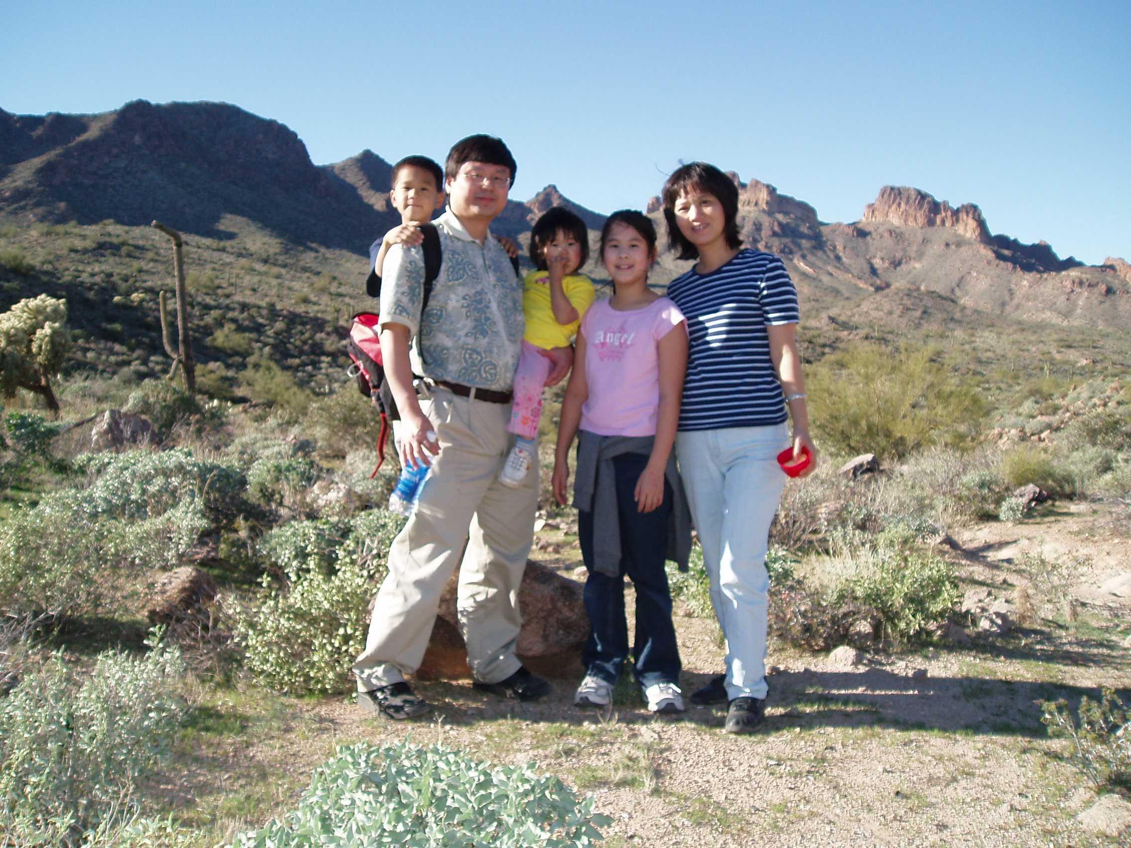 25 2004 Hiking Dec 04